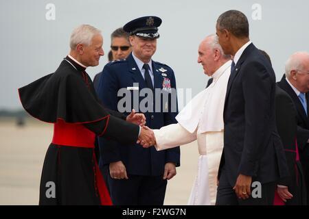 Pope Francis, escorted by U.S. President Barack Obama greets Cardinal Donald Wuerl (left), archbishop of Washington - Stock Photo