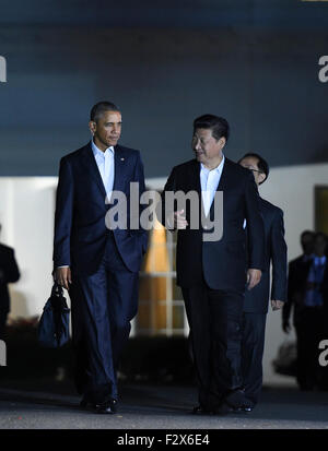 Washington, USA. 24th Sep, 2015. Chinese President Xi Jinping (R) and his U.S. counterpart Barack Obama walk to - Stock Photo
