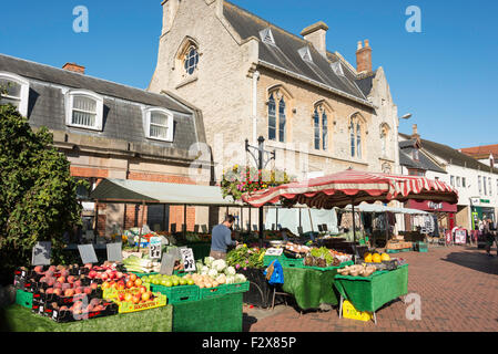 Fruit and vegetable stall in Sketts Market, Sheep Street, Bicester, Oxfordshire, England, United Kingdom - Stock Photo