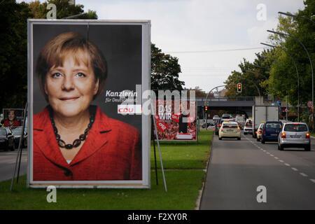 Wahlplakate zur Bundestagswahl 2013: Angela Merkel, Peer Steinbrueck, 13. September 2013, Grosser Stern, Berlin - Stock Photo
