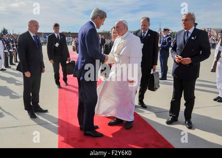 Washington, DC, USA. 24th Sep, 2015. U.S. Secretary of State John Kerry thanks Pope Francis as he departs from Joint - Stock Photo