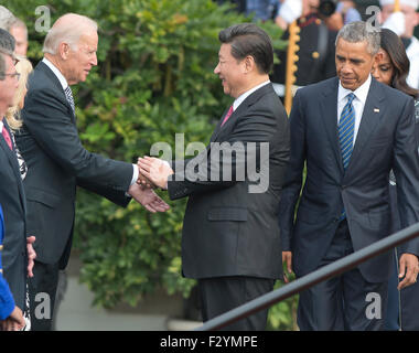 Washington DC, USA. 25th Sep, 2015. From Right. 25th Sep, 2015. President XI Jinping of China shakes hands with - Stock Photo