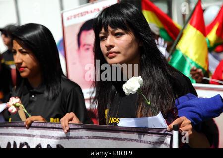 La Paz, Bolivia, 26th September 2015. Evaliz Morales (left, daughter of Bolivian president Evo Morales) leads a - Stock Photo