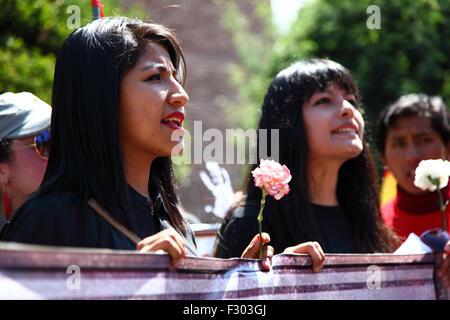 La Paz, Bolivia, 26th September 2015. Evaliz Morales (left, daughter of Bolivian president Evo Morales) at a protest - Stock Photo