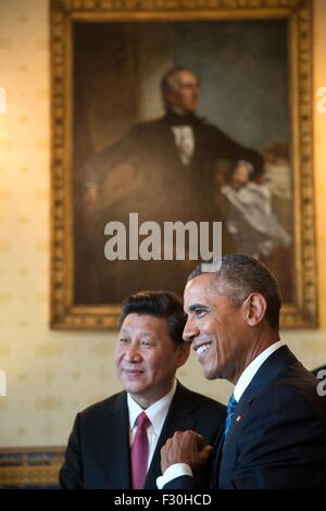 Washington DC, US. 25th Sep, 2015. U.S. President Barack Obama and Chinese President Xi Jinping talk in the Blue - Stock Photo