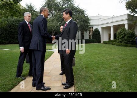 Washington DC, US. 25th Sep, 2015. U.S. President Barack Obama bids farewell to Chinese President Xi Jinping at - Stock Photo