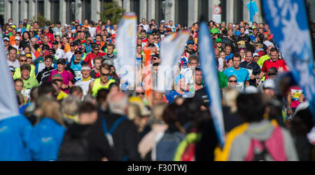 Berlin, Germany. 27th Sep, 2015. Runners compete during the 42nd Berlin Marathon in Berlin, Germany, 27 September - Stock Photo