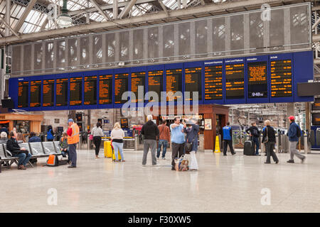 Concourse and Departure Board, Glasgow Central Station, Glasgow, Scotland, UK. - Stock Photo