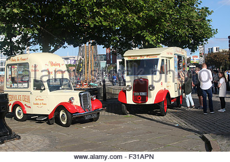 Liverpool, Merseyside, UK. 27th September, 2015. A warm and sunny bright Autumn day in Liverpool, gives great weather - Stock Photo