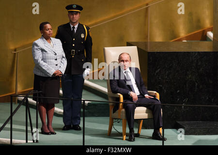 New York, USA. 28th Sep, 2015. Russian President Vladimir Putin (R) waits to address the 70th session of the United - Stock Photo