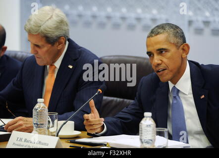 New York, Usa. 28th Sep, 2015. US President Barack Obama (R) and US Secretary of State John Kerry during talks with - Stock Photo