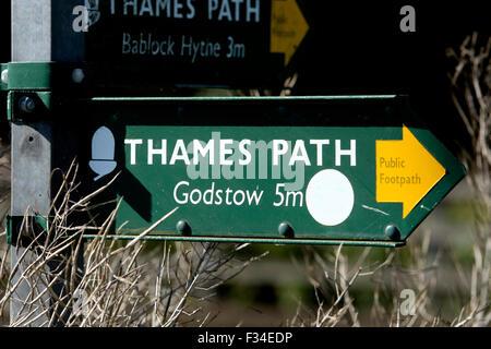 Thames Path sign near Pinkhill Lock, Oxfordshire, England, UK - Stock Photo