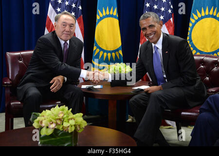 New York, NY, USA. 29th Sep, 2015. United States President Barack Obama (R) attends a bilateral meeting with President - Stock Photo