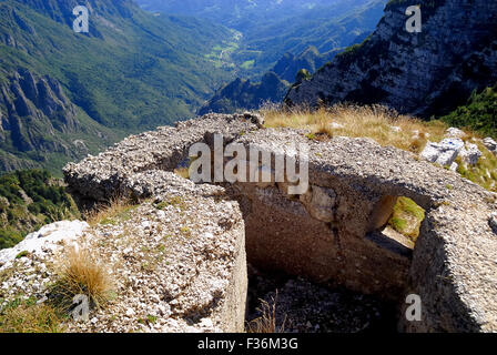 Mount Pasubio, locality Sogli Bianchi,  Veneto Pre-Alps. World War I, a Austro-Hungarian machine-gun posting. Mount - Stock Photo
