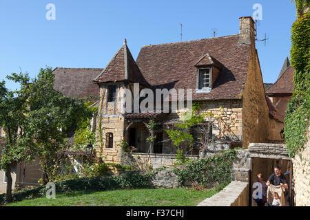 A charming old house of Perigord, at Sarlat la Caneda (France). Une charmante vieille maison Périgourdine, à Sarlat - Stock Photo