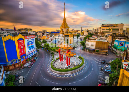 The Chinatown gate traffic circle with Wat Traimit behind in Bangkok, Thailand. - Stock Photo