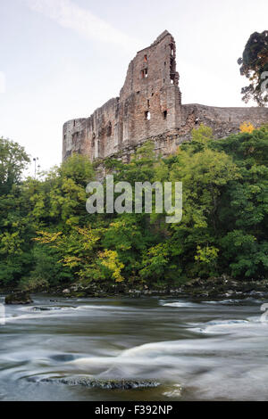 River Tees, Barnard Castle, Teesdale, County Durham. Friday 2nd October 2015, UK Weather. The first signs of autumn - Stock Photo