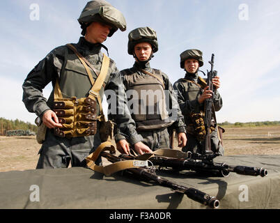 Stare, Ukraine. 02nd Oct, 2015. Soldiers of the Ukrainian National Guard during their training session on the shooting - Stock Photo