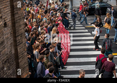 Rome, Italy. 02nd Oct, 2015. Hundreds of students bring banners, shout slogans and take the streets in Rome to protest - Stock Photo