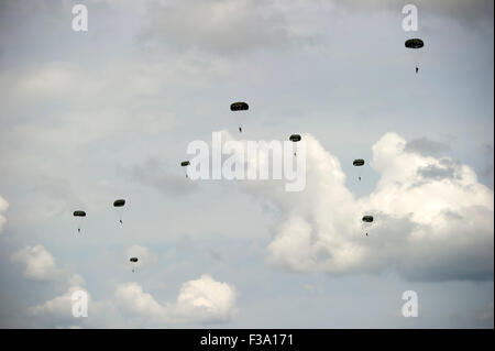 April 28, 2013 - Jumpers from 7th Special Forces Group (Airborne) and soldiers from the Canadian Special Operations - Stock Photo