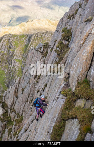retired man rock climbing on Lliwedd, part of the Snowdon massif, Wales. The route is Avalanche/Red Wall/ Longlands - Stock Photo