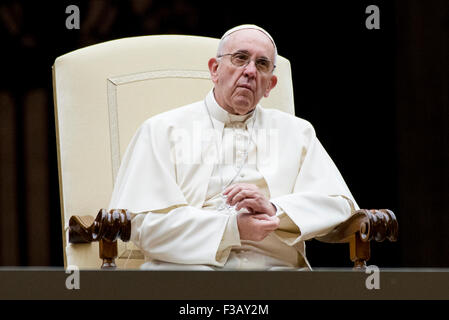 Vatican City. 3rd October, 2015. Pope Francis attends a vigil ahead of the opening of the Synod of bishops, in St. - Stock Photo