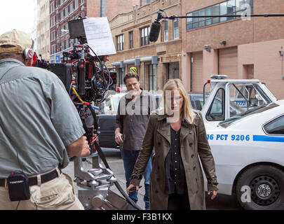 Kelli Giddish and Donal Logue film a scene for Law & Order: SVU in New York City. - Stock Photo