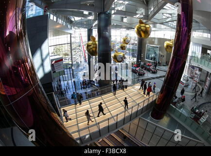 Moscow, Russia. 3rd Oct, 2015. People at the Kuntsevo Plaza multifunctional complex. © Artyom Geodakyan/TASS/Alamy - Stock Photo