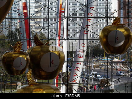 Moscow, Russia. 3rd Oct, 2015. The Kuntsevo Plaza multifunctional complex. © Artyom Geodakyan/TASS/Alamy Live News - Stock Photo