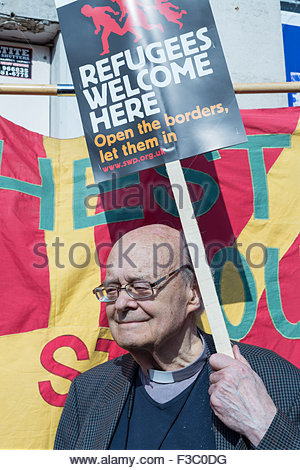 Manchester, UK. 4th October, 2015. Anti austerity rally in Manchester, UK. Reverend Paul Nicholson, 83, from London, - Stock Photo