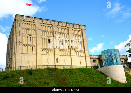 Norwich Castle is a medieval royal fortification in the city of Norwich, in the English county of Norfolk. It was - Stock Photo