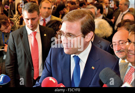 Portugal: Prime Minister Pedro Passos Coelho interviewed by media - Stock Photo