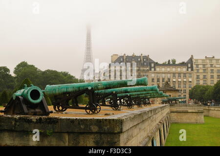Magnific view of Les invalides canons and Eiffel Tower - Stock Photo