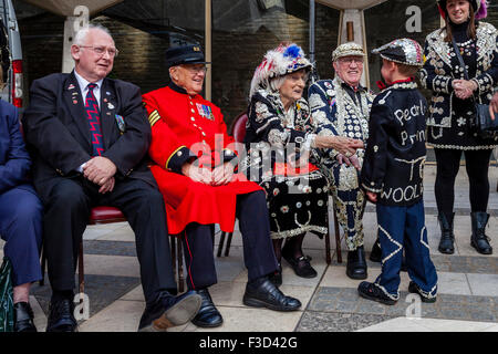 Pearly Kings and Queens and Chelsea Pensioner At The Annual Pearly Kings and Queens Harvest Festival, The Guildhall, - Stock Photo