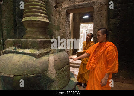 Two Buddhist monks in the inner part of the Temple Preah Khan. Bakan or Preah Khan Kampong Svay Temple. The Bakan - Stock Photo