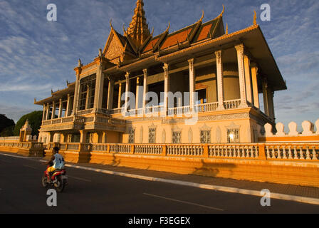 Exterior view of the Royal Palace. Phnom Penh. Built in 1866 by King Norodom the Royal palace is now home to His - Stock Photo