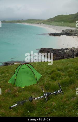 Rough camping near the Eriskay ferry terminal, Outer Hebrides, Scotland. - Stock Photo