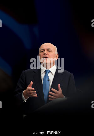 Manchester, UK. 6th October 2015. The Rt Hon Iain Duncan Smith MP, Secretary of State for Work and Pensions speaks at Day 3 of the 2015 Conservative Party Conference in Manchester. Credit:  Russell Hart/Alamy Live News.
