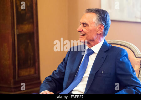 Lisbon, Portugal. 6th October, 2015. Portuguese President Cavaco Silva Receives Prime Minister Passos Coelho after - Stock Photo