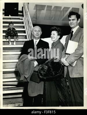 Feb. 24, 1962 - Idlewind Airport, N.Y., May 5 ctor Louis Jourdan, (right) his wife Quique, and fashion designer - Stock Photo