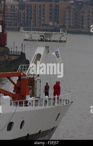 London, UK.  7th October 2015. The National Oceanography Centre's Royal Research Ship (RRS) 'Discovery' arrives - Stock Photo