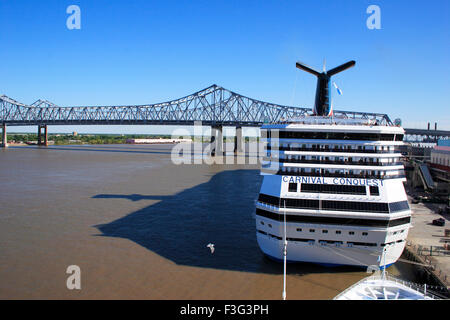 Cruise ship crescent city connection bridg Mississippi river New Orleans bridge Newrleansted States of America - Stock Photo