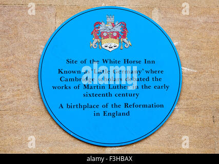 CAMBRIDGE, UK - OCTOBER 4TH 2015: A blue plaque marking the location of the White Horse Inn once stood where Cambridge - Stock Photo