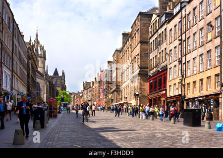 EDINBURGH, SCOTLAND - JUNE 11, 2015: The Royal Mile is the main thoroughfare of the Old Town of the city of Edinburgh, - Stock Photo