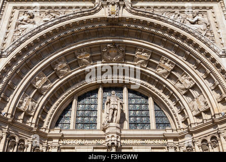 The intricate artistic detail on the exterior of the historic Victoria and Albert Museum in London. - Stock Photo