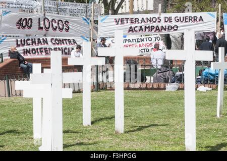 Buenos Aires, Buenos Aires, Argentina. 7th Oct, 2015. Crosses reminding soldiers fallen in action in the continent - Stock Photo