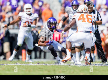 October 3rd, 2015:.TCU Horned Frogs wide receiver Josh Doctson (9) catches a pass for a first down as he tries to - Stock Photo