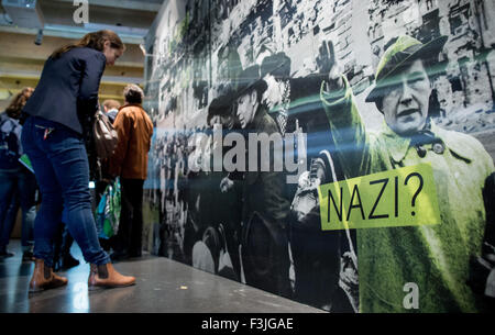 Berlin, Germany. 8th Oct, 2015. Visitors look at a panoarama picture during a preview of the exhibition 'Who was - Stock Photo