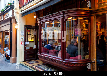 Nell of Old Drury Pub, Covent Garden, London, UK - Stock Photo
