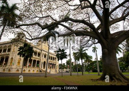 The Iolani Palace In Honolulu, Oahu, Hawaii, USA. Iolani Palace, the only royal palace in the USA; downtown historic - Stock Photo